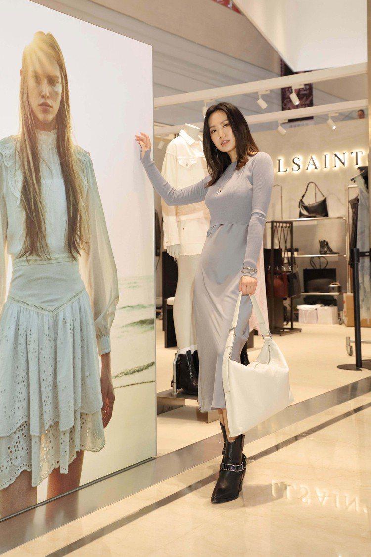 孫盛希以Hera灰藍色兩件式長洋裝現身。圖/AllSaints提供
