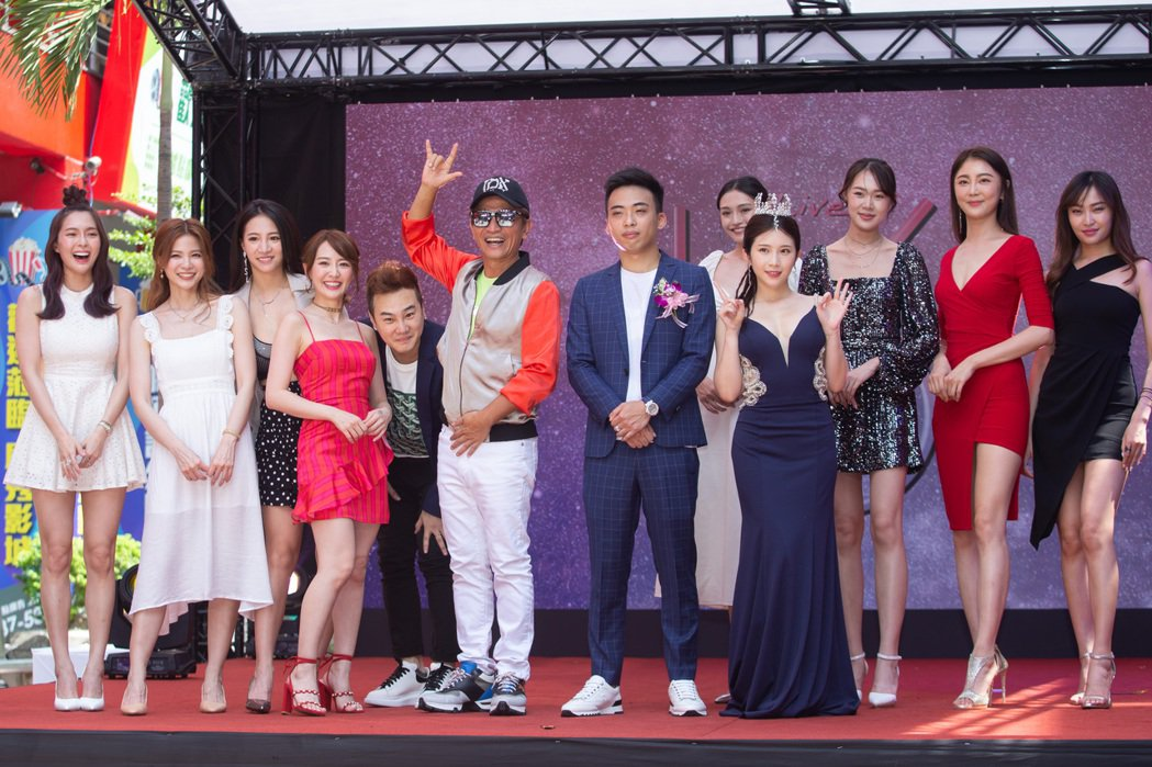 吳宗憲與Sandy吳姍儒機排妹、林采緹等藝人一起站台。記者季相儒/攝影