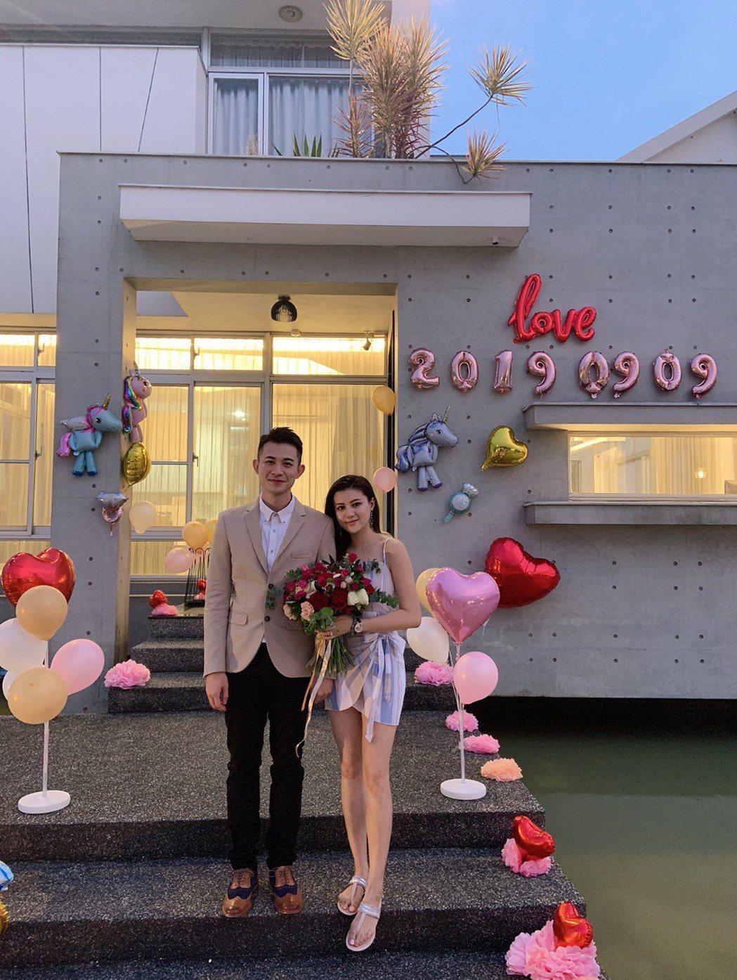 曾子益(左)向香港女友求婚成功。圖/傳軒媒體提供