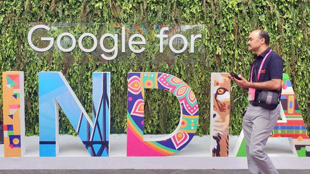 Google母公司字母執行長皮伽宣布,未來五至七年將投資印度100億美元,協助數...