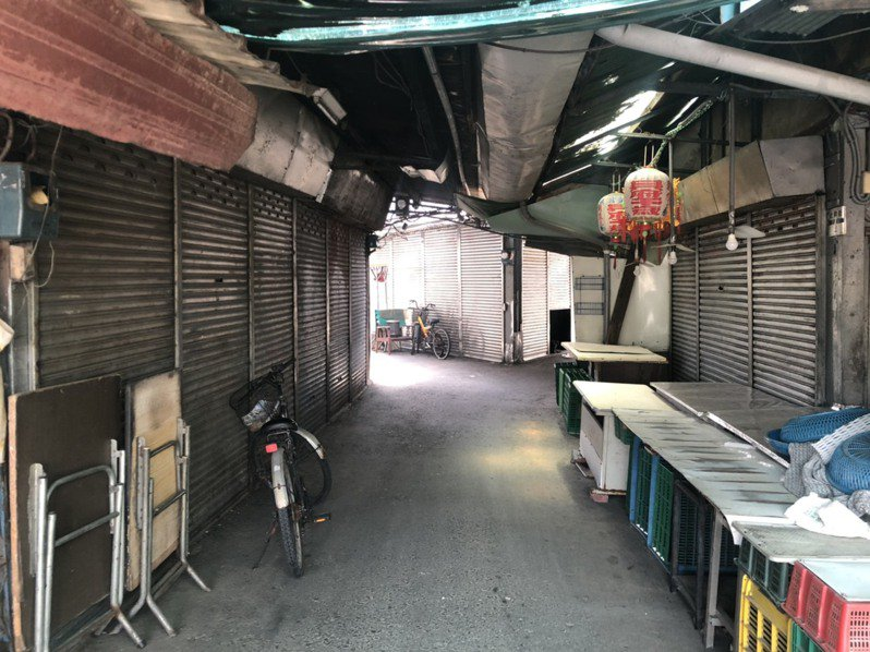 嘉義市北興公有零售市場近年沒落,許多店面都拉下鐵門不再營業。 圖/聯合報系資料照片