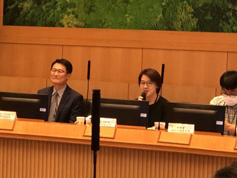 雙北合作交流平台會議昨召開,新北市副市長陳純敬(左)與台北市副市長黃珊珊(中)昨共同主持。圖/新北市研考會提供