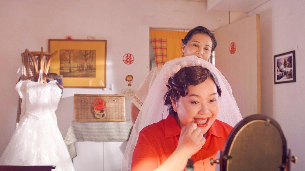 鍾欣凌在《我的婆婆怎麼那麼可愛》中從22歲演到60歲。 圖/公視提供