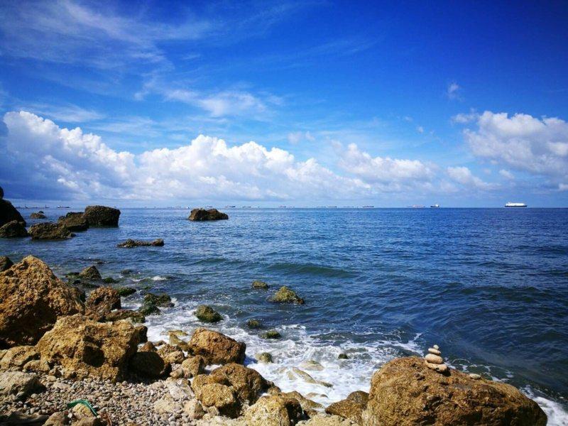 柴山阿朗壹的海水、天空連成一色,美得讓人讚嘆。 圖/讀者提供