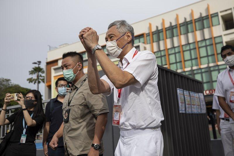 原執政黨新加坡人民行動黨,在7月10日的新加坡大選中贏得83席,繼續以超過三分之二的席次多數執政。 圖/路透社