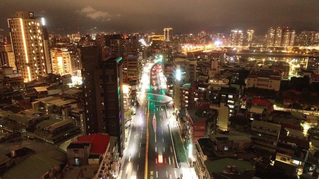 新北市永和區離台北市中正區僅有一橋之隔,具有通勤上的地理優勢。報系資料照