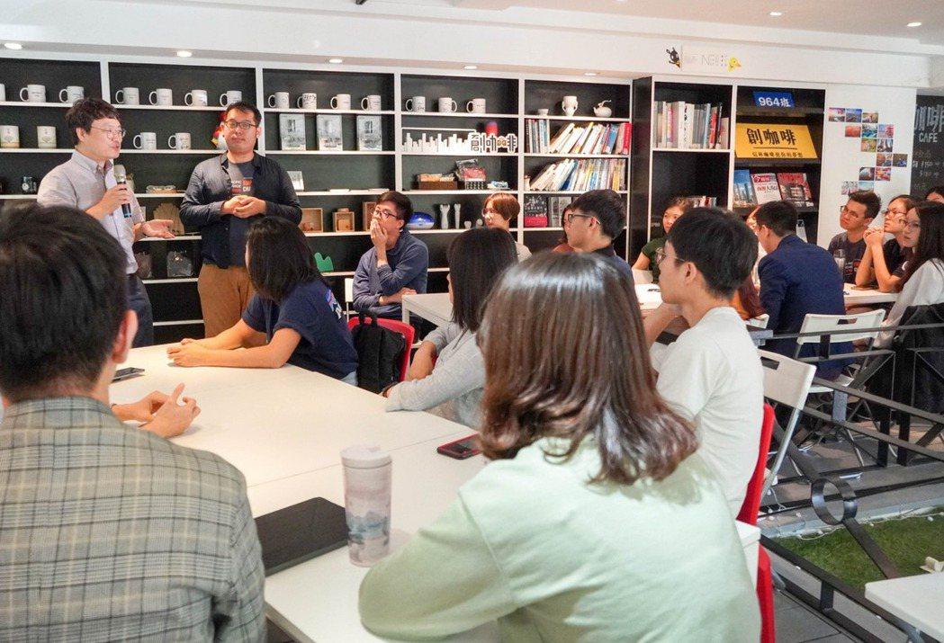 曾華翊提代表APYE高雄籌備團隊,邀請韓國組織代表與台灣青年交流。 圖/曾華翊提...