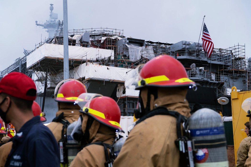 「假若好人理查號真的因為大火除役,那將是美國海軍自珊瑚海海戰以來(沉沒的列星頓號...