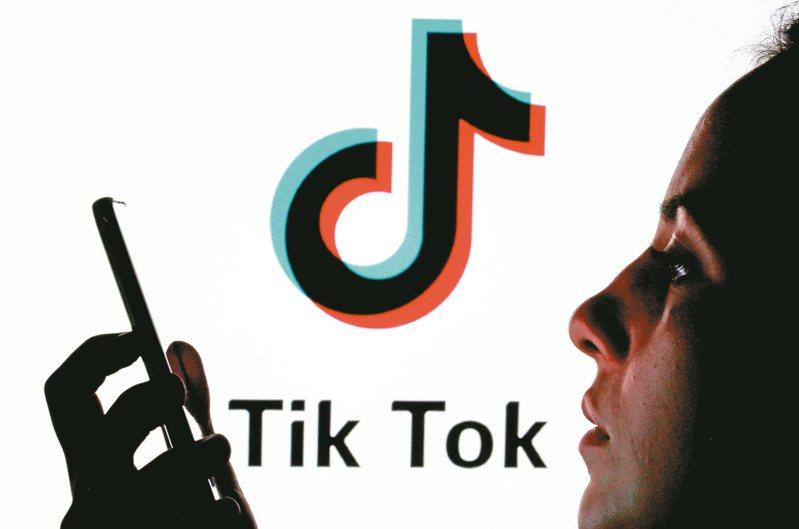 近年備受爭議的中國當紅影音短片社群平台「抖音」(TikTok)的管理高層絕對沒有想到,隨著中印邊境軍事衝突升溫,印度政府以國安為由,宣佈禁用抖音等59款中國應用程式(APP)。路透
