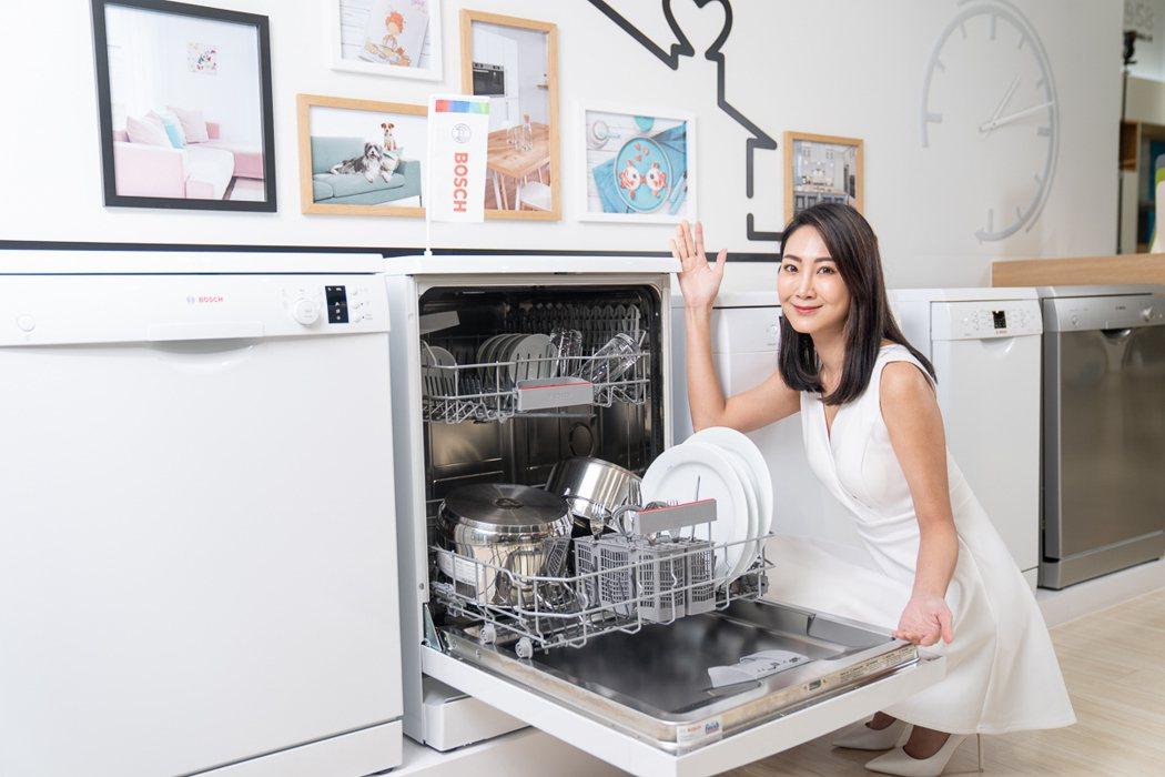 連續榮獲全球及台灣銷售第一佳績的BOSCH洗碗機具有70度高溫洗程,經實驗證實可...