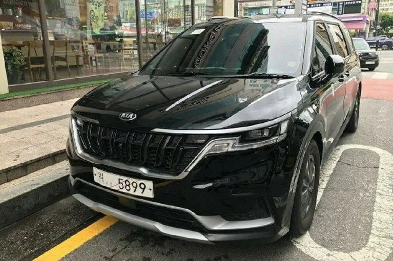 第四代Kia Carnival實車現身韓國街頭。 摘自Korean Car Bl...