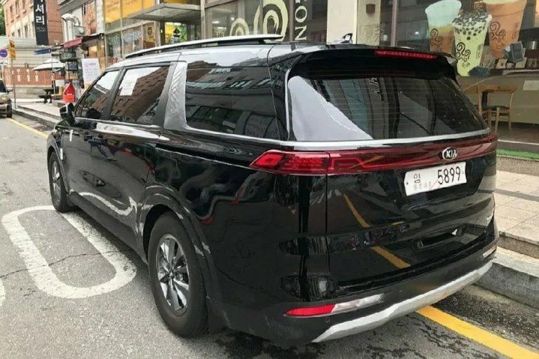 第四代Kia Carnival實車已出現在韓國,相信新車很快就會發表了。 摘自K...