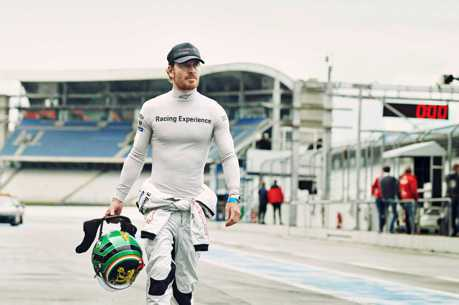 「萬磁王」Michael Fassbender駕駛Porsche首度征戰利曼賽場!