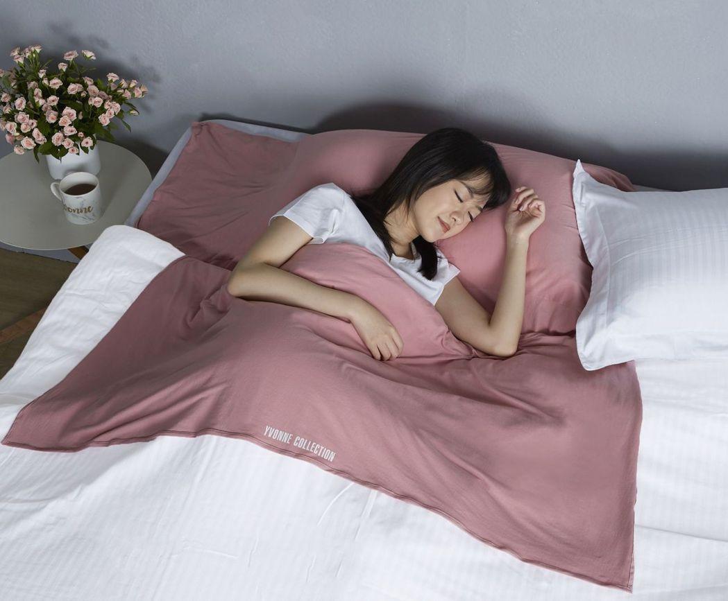 「旅行保潔睡袋」採一體成形,可全面隔離枕頭、床包和被套。 以旺企業/提供