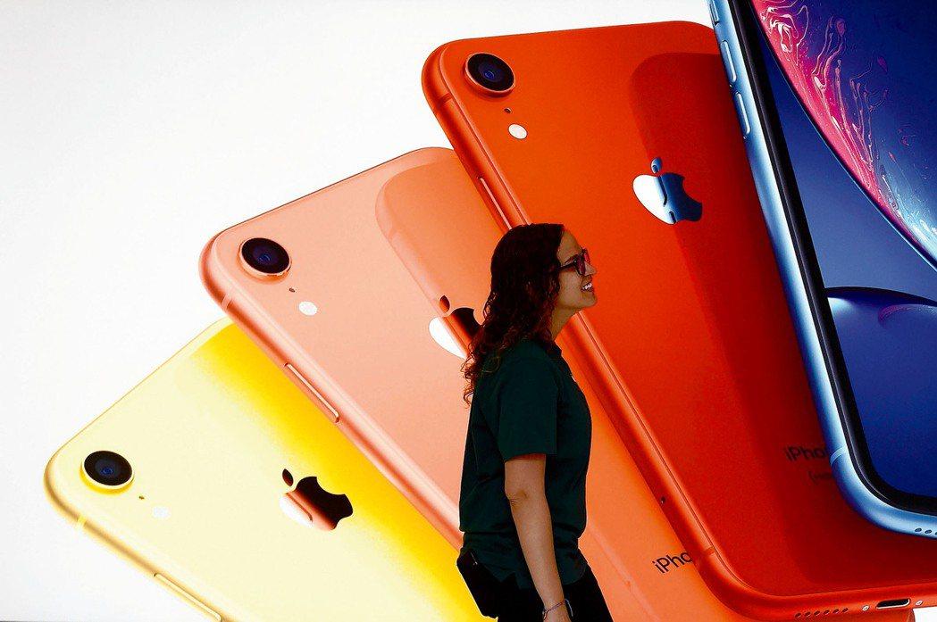 傳出蘋果將續推「破盤價」新機種,計畫推出一款售價300美元以下的平價iPhone...