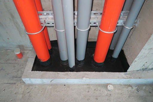 建議當層管道間樓板需完全密封阻隔,以免廢氣上、下垂直擴散。