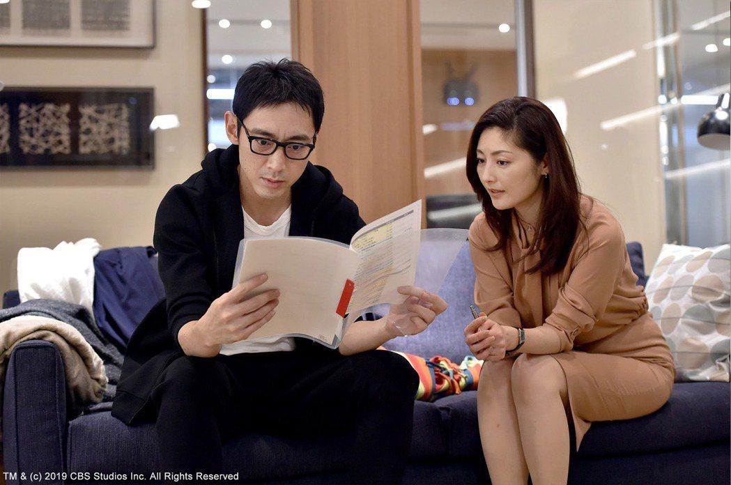 小泉孝太郎(左)劇中飾演常盤貴子的好友,對她有好感卻遲遲不敢表白。圖/緯來日本台...