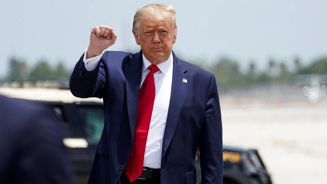美國總統川普說,他目前沒在考慮美中第二階段貿易協議的事,要不要兌現第一階段協議取...