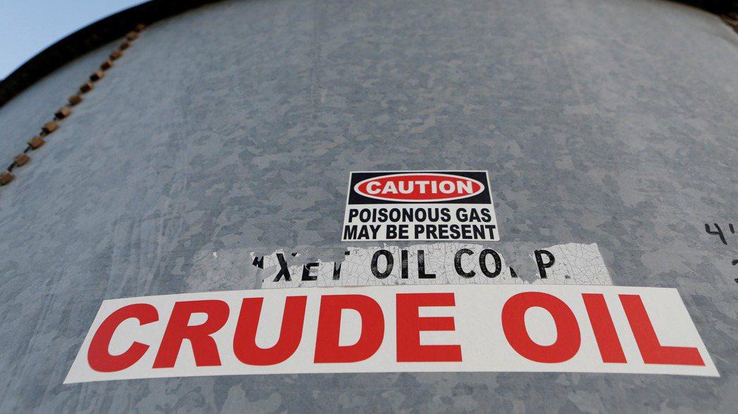 國際油價周一(13日)收盤下跌1%。 (路透)