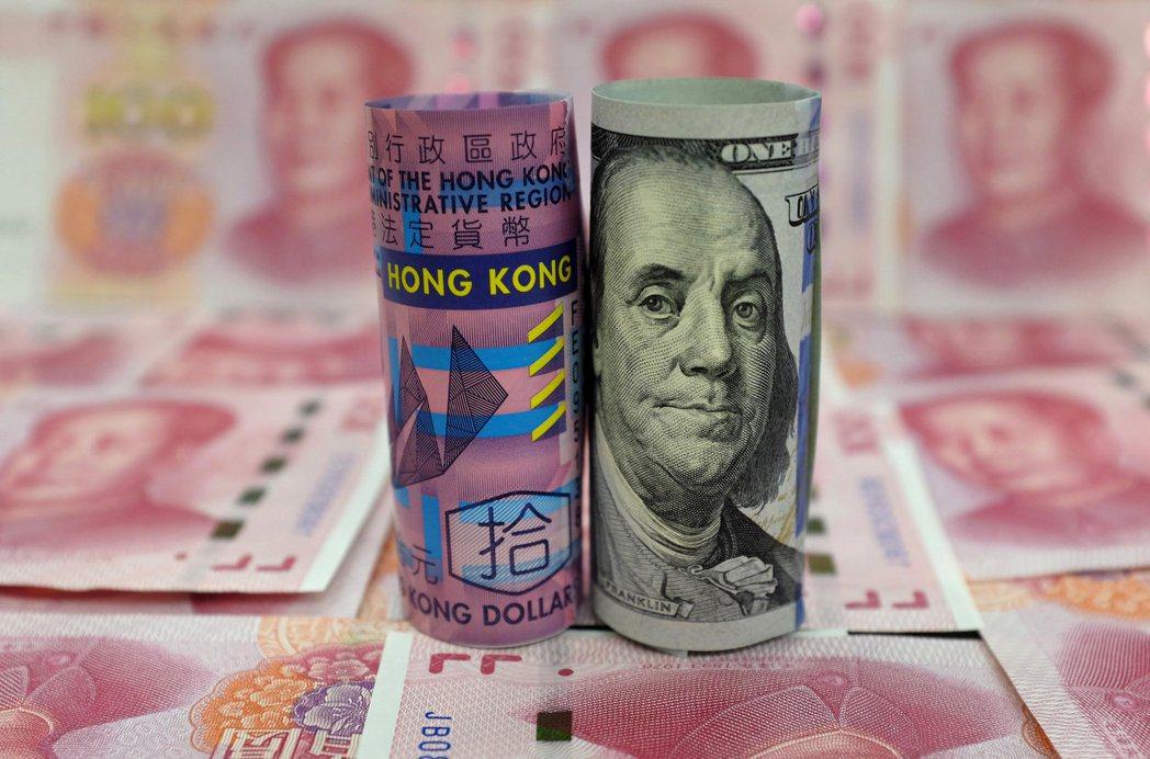彭博資訊報導,白宮報復北京的選項,已排除打擊港幣聯繫匯率制度。   (路透)