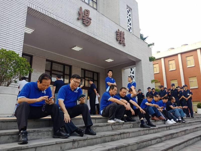 為擋陳菊審查會,藍委4時就集結。圖/國民黨團提供