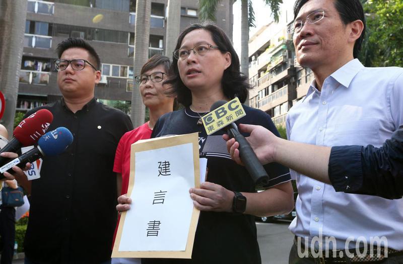 監察院長被提名人陳菊今天到立法院臨時會報告,民眾黨立院黨團表示,依然不會投票,但要向蔡英文總統遞交廢考監的建言書。記者胡經周/攝影