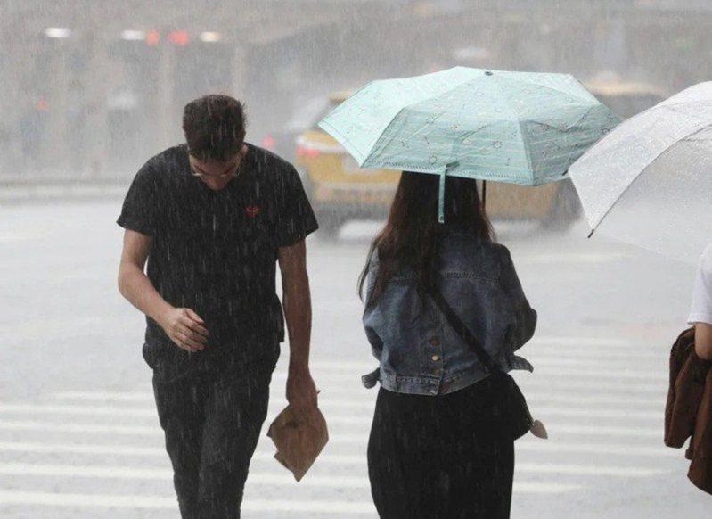 氣象專家吳德榮說,由於熱帶擾動逐漸接近,花東地區會轉為有雨天氣型態。聯合報系資料照