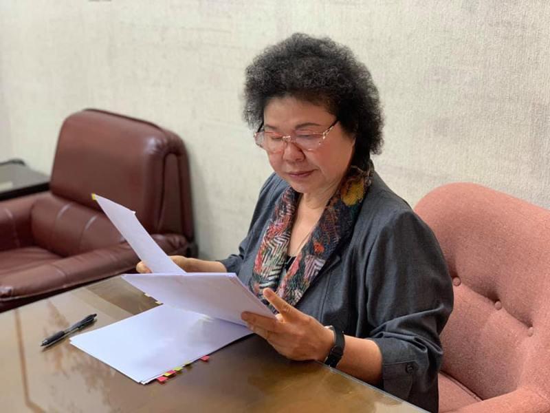 陳菊在臉書貼文,指她已在立法院的大樓準備接受審查,希望各黨團都能夠回歸議事程序,在民主的國會殿堂就事論事,理性討論。 圖擷自陳菊臉書