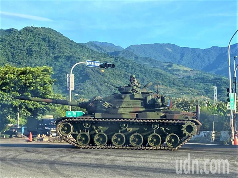 陸軍台東地區指揮部「太平營區」配合今年漢光演習,今天早上模擬敵軍來襲,接獲命令,立即機動移防展開接敵應戰作為。記者羅紹平/攝影