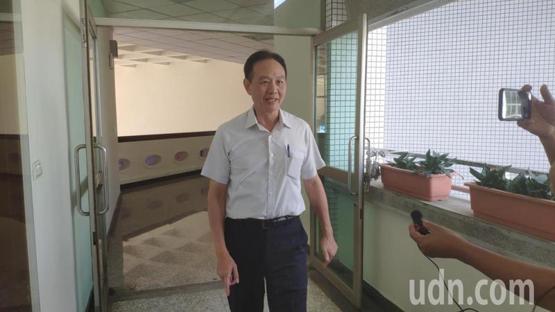 台南市政府警察局長周幼偉上午沒公開行程,近午短暫步出室外短暫受訪。記者謝進盛/攝影