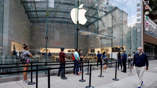 紐約市中心的蘋果門市。路透