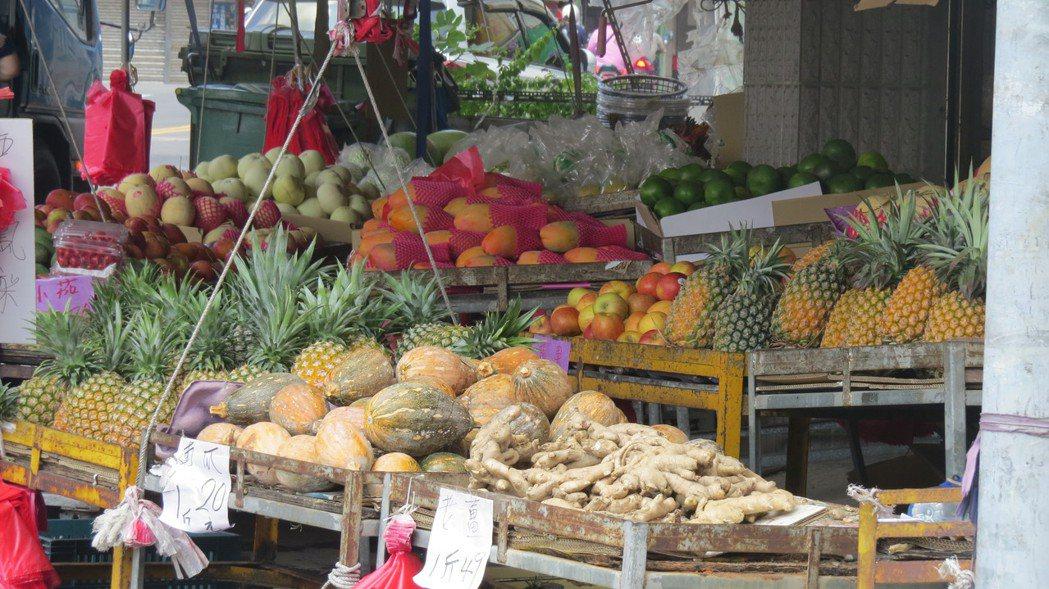 夏天是水果盛產期,營養師李孟穎教聰明吃。記者范榮達/攝影