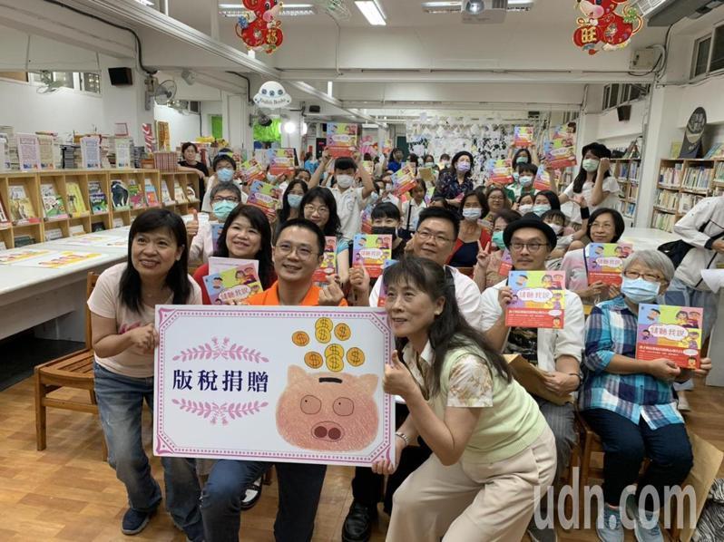 台北市國語實小今舉行「跨代的對話:請聽我說」新書發表會。記者趙宥寧/攝影