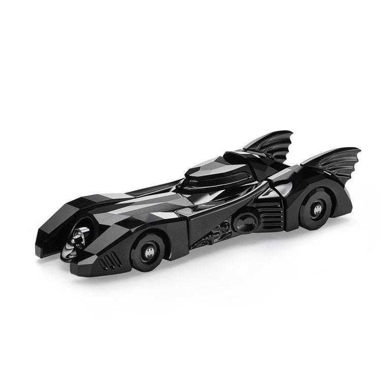 施華洛世奇蝙蝠車擺件/14,900元。圖/施華洛世奇提供