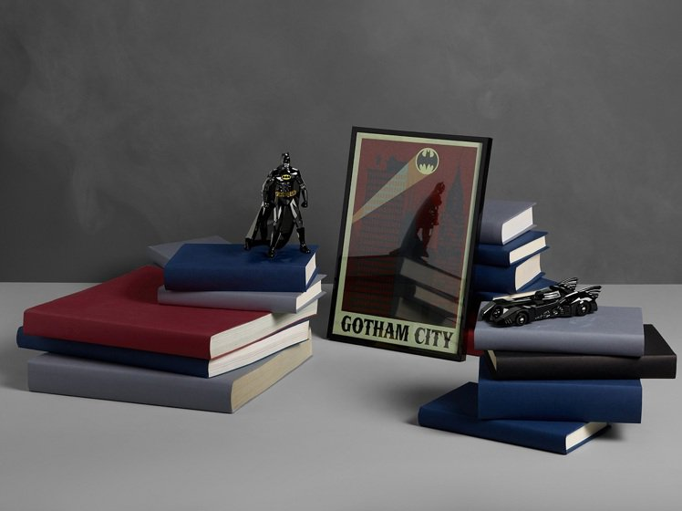 施華洛世奇與「蝙蝠俠」推聯名商品。圖/施華洛世奇提供