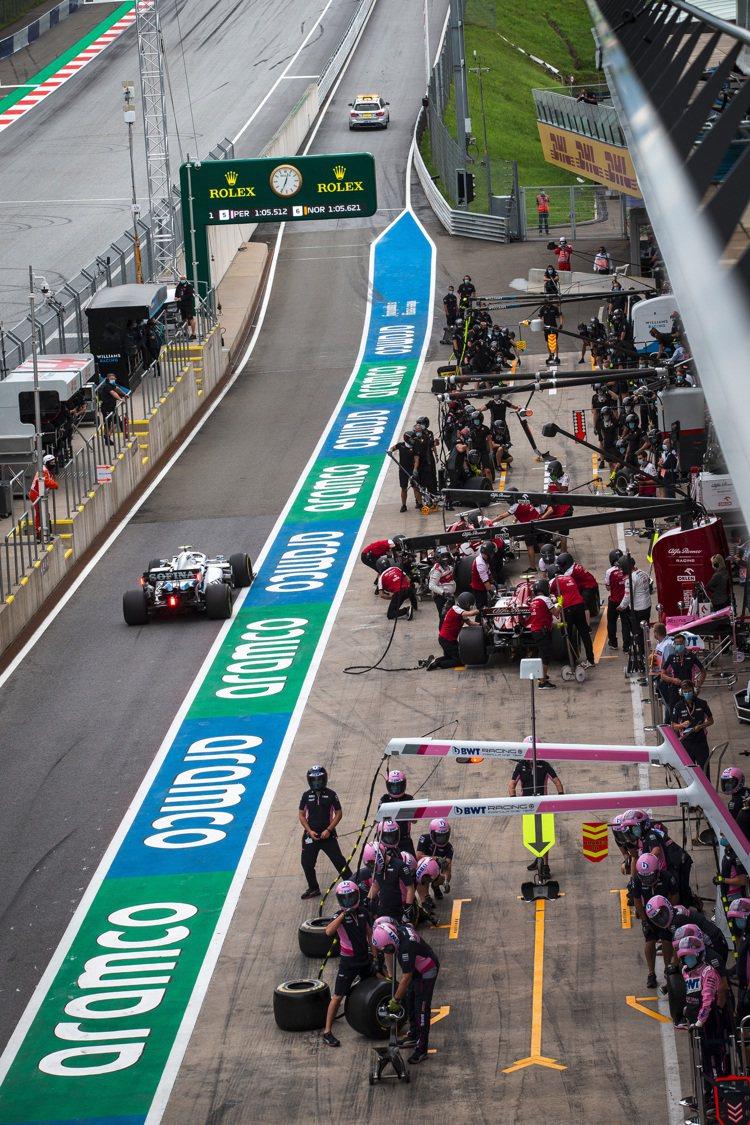 勞力士贊助F1一級方程式賽車多年,賽道邊總能見到勞力士字樣與黃色的皇冠身影。圖 ...