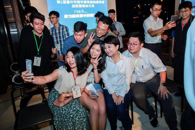 台中市青年諮詢委員會有100名委員,市長盧秀燕籲擴大青年參與。圖/研考會提供