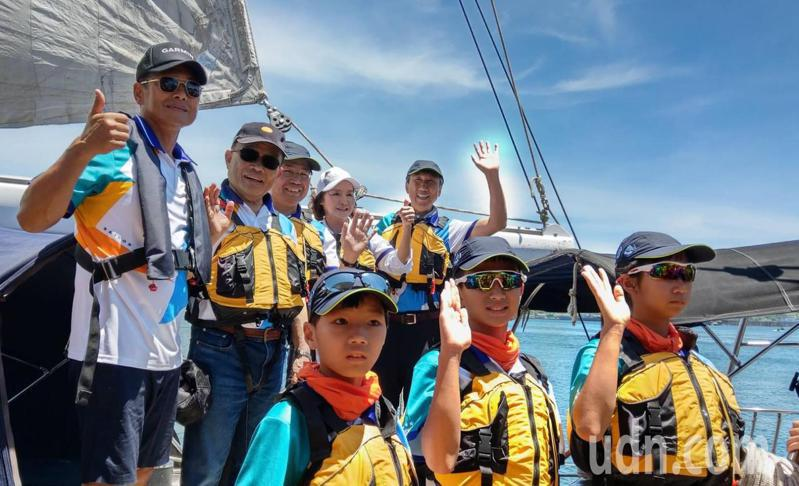 行政院長蘇貞昌(左二)到宜蘭參加小帆手海洋圓夢時表示,陳菊一輩子為人權犧牲奮鬥,對人權有深刻體驗,希望大家給她加油。記者戴永華/攝影