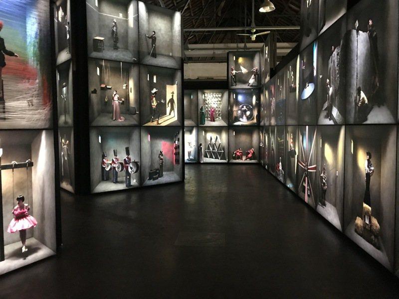 【第二展區】巨型攝影光廊。圖/聯合數位文創提供。