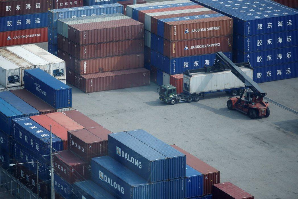 南韓平澤港貨櫃作業的情況。路透