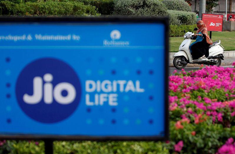 知情人士透露,搜尋引擎巨人Google公司正洽談投資入股Jio平台。圖/路透