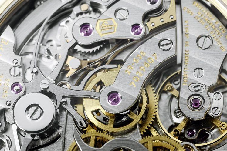 編號5270J-001萬年曆計時碼表,採用傳統的橫向離合器與導柱輪。圖/百達翡麗...