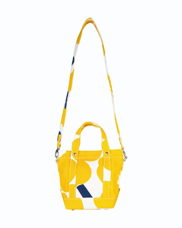 unikko印花側背小包,8,090元。圖/Marimekko提供