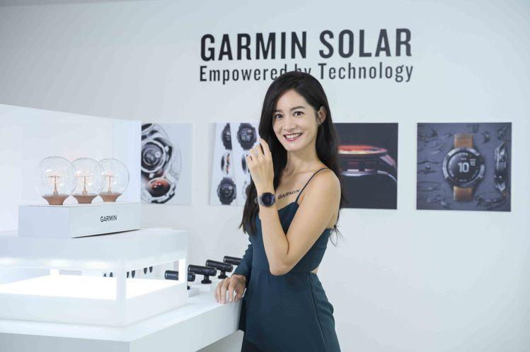 戶外探險女神Janet謝怡芬為全新的Garmin太陽能GPS智慧腕表系列站台。圖...