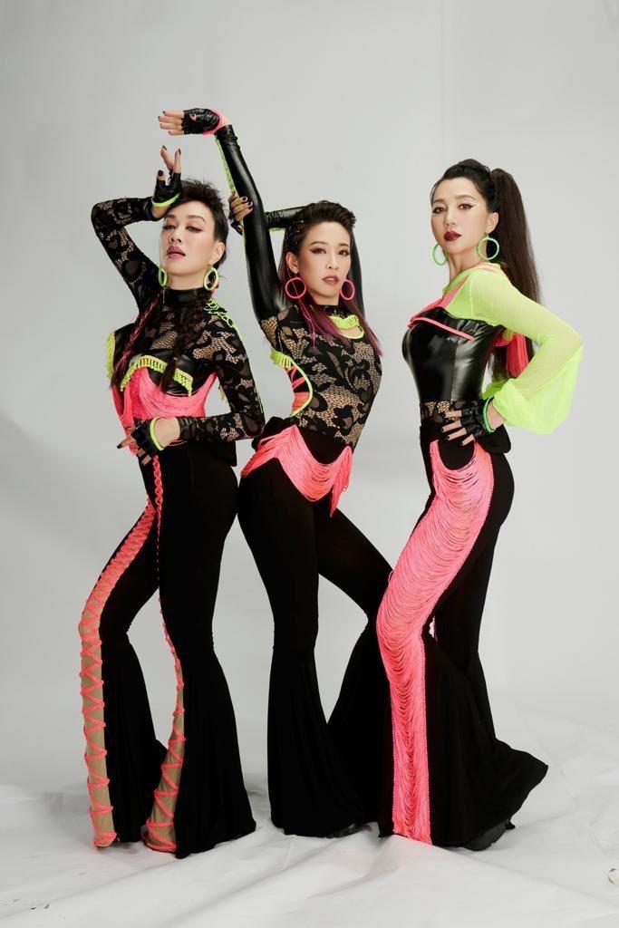 鍾麗緹(左起)、Cindy袁詠琳及阿朵。圖/芒果TV提供