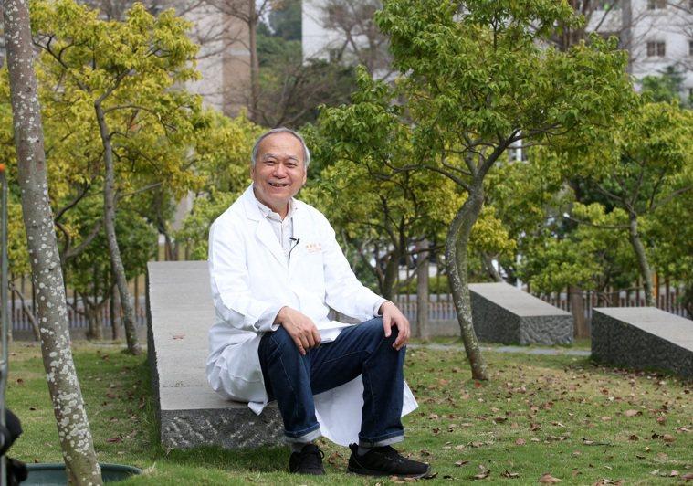 高雄長庚肝臟移植團隊在名譽院長陳肇降帶領下,今天完成第2000例肝臟移植手術。...