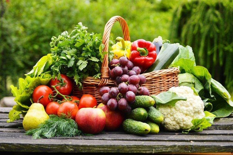 夏天是水果盛產期,營養師教你聰明吃水果。圖/123RF