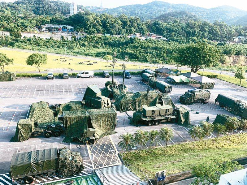 「漢光卅六號」操演,愛國者飛彈連昨在台北市木柵動物園外開設野戰陣地。記者洪哲政/攝影