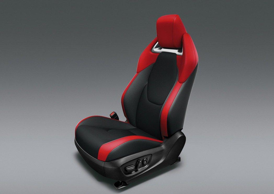 跑車級高包覆性Ultrasuede®麂皮座椅,加上大量皮質與鍍鉻材質輔以車縫線的...