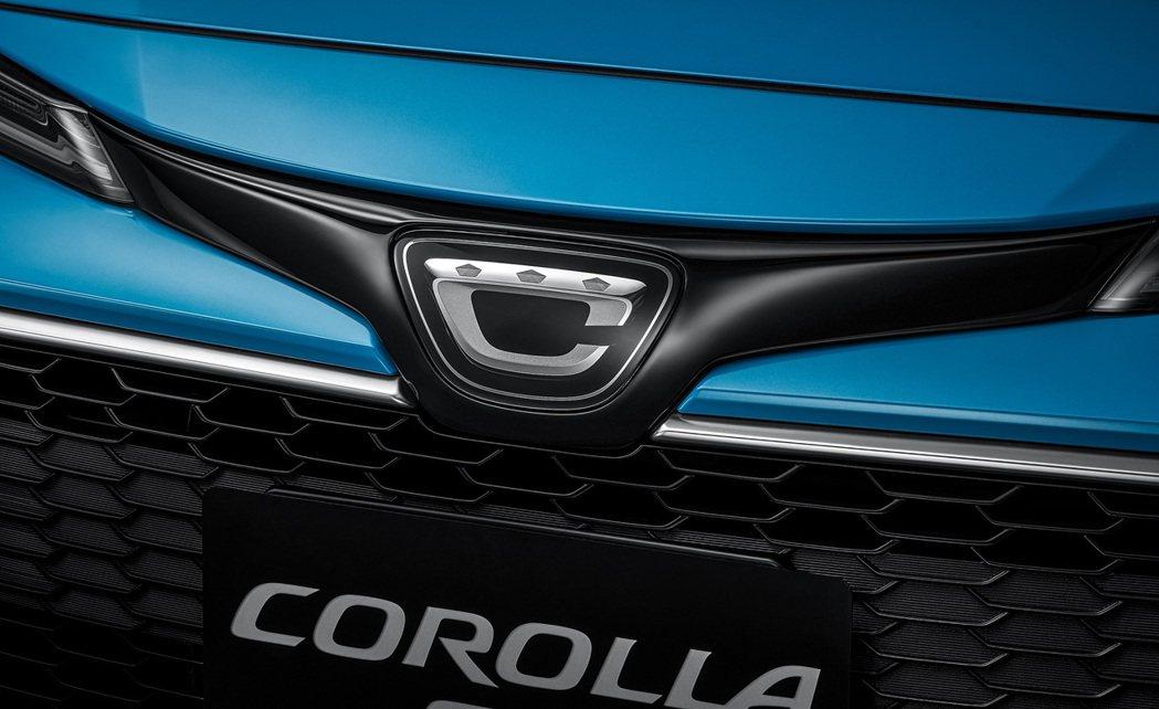 車頭並改搭載日規COROLLA Sport專屬廠徽。 圖/和泰汽車提供